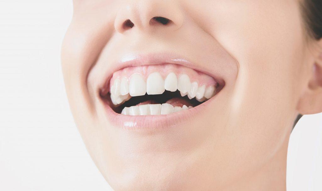 Bocca sorriso denti donna